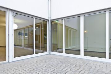 Fensterfront Innenhof