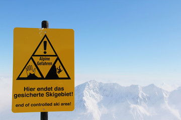 Fototapete - Danger sign in Mountains