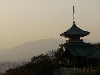 Fototapeta Silhouette of Japanese temple at dusk in Kyoto