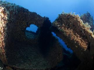 relitto nave affondata lamiere