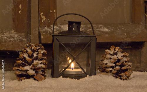 Weihnachtsdeko laterne fensterbank stockfotos und for Weihnachtsdeko fensterbank