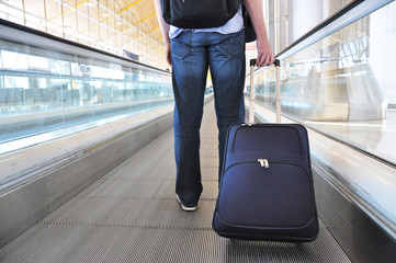 Traveler with a bag at the speedwalk .