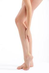Schöne lange Beine mit weicher Haut nach der Rasur