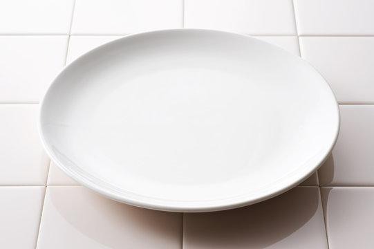空のお皿のクローズアップ