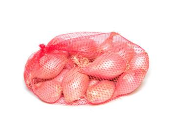 Schalotten im Netz