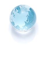白背景にガラスの地球儀