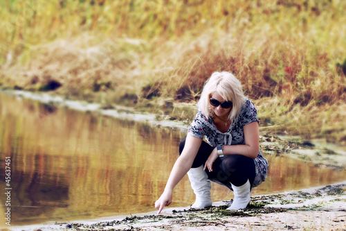 foto-krasivih-golih-devushek-blondinok-rakom