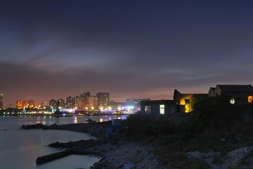 神秘的孤岛破旧民居与城市