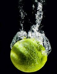 Foto op Canvas Opspattend water Lime Splashing