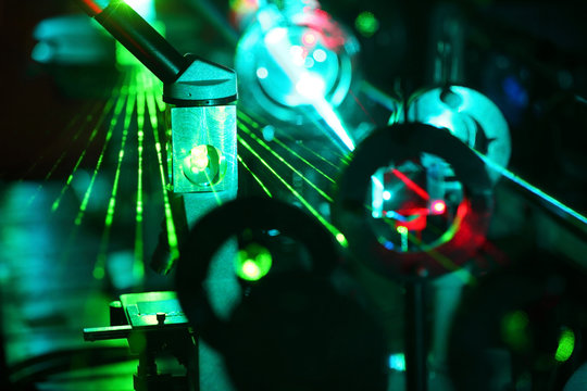 Movement of microparticles by beams of laser in lab