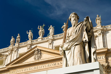Fototapete - Statue Apostle Paul in front of the Basilica of St. Peter, Vatic