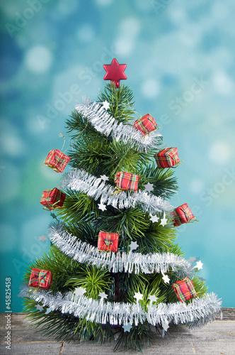 Weihnachtsbaum Girlande.Christbaum Mit Girlande Stockfotos Und Lizenzfreie Bilder Auf