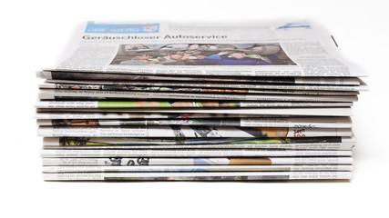 Ein Stapel alter Zeitungen