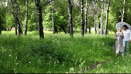 Женщины в возрасте на отдыхе в лесу видео
