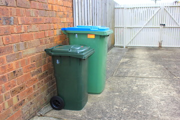 Rubbish and recycle bins