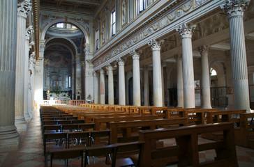 wnętrze katedry Świętego Piotra w Mantui, Włochy