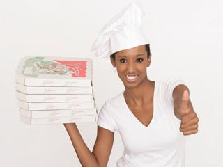 junge Pizzalieferantin