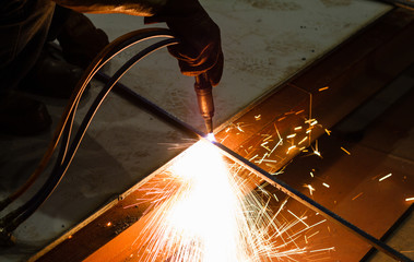 Mobile gas cutting on steel profile