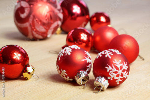 Rote Christbaumkugeln.Kleine Rote Christbaumkugeln Stock Photo And Royalty Free