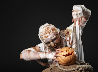 The mummy holding the pumpkin