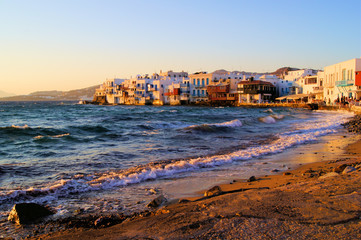 Fotomurales - Sunset view of the Little Venice neighborhood of Mykonos, Greece