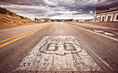 Foto op Aluminium Route 66 An old Route 66 shield painted on road