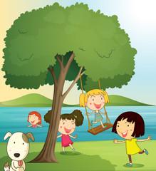 Foto auf Leinwand Hunde girls playing under tree