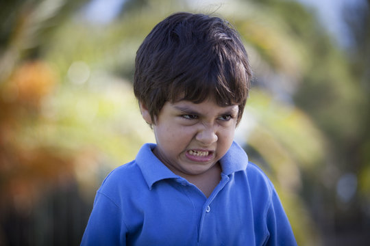 bambino arrabbiato