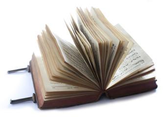 livre ancien ouvert en évantail