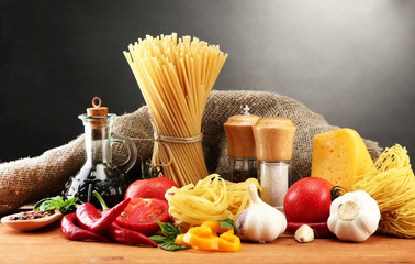Poster Kruiden 2 Pasta spaghetti, vegetables and spices,