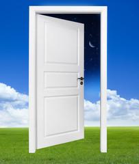 Tür zwischen Tag und Nacht