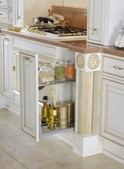 Kitchen sliding case with a set of spices