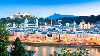 Obraz Salzburg panorama at dusk as seen from Kapuzinerberg - fototapety do salonu
