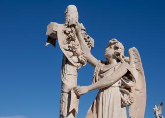 cimetière tombes sculptures