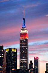 Fototapete - Empire State Building at night