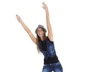 Junge Frau mit karierten streckt die Arme nach oben