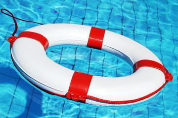 Rettungsring im Pool