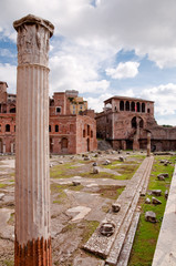 Fototapete - Foro Traiano and roman Column at Rome - Italy