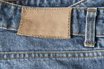 Pantalones vaqueros con etiqueta de cuero vacía