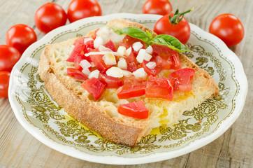 Bruschetta con pomodoro,cipolla e olio d'oliva
