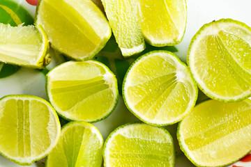 Tuinposter Plakjes fruit Lemon background