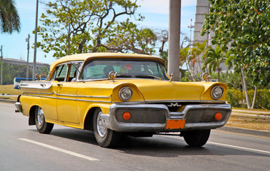 Photo sur Aluminium Voitures de Cuba Classic Oldsmobile in Havana.