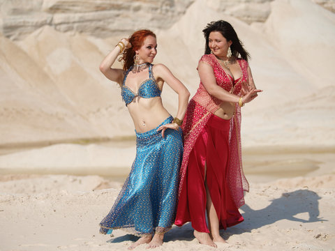 Two bellydance girls