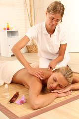 Frau beim Wellness