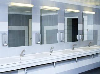 Badezimmer Mädchen Boden Pissing Die Pissfotzen