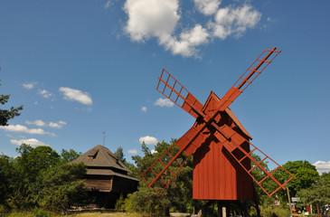 Historische skandinavische Windmühle in Schweden