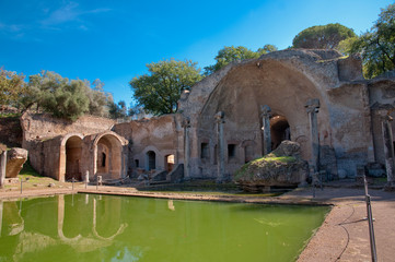 Fototapete - Canopo and grotta at Villa Adriana at Roma