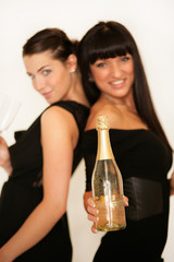 Frauen mit goldenem Champagner