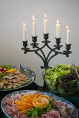 Buffet mit Kerzen