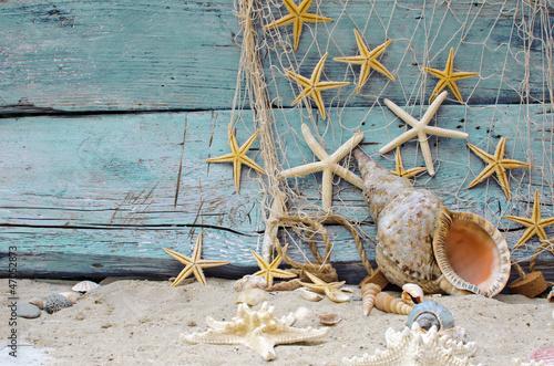 Maritime Bilder maritime dekoration fischernetz muscheln und seesterne stockfotos